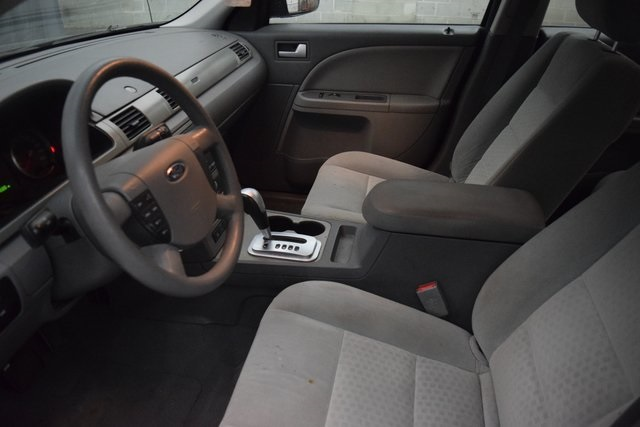 Pre-Owned 2005 Ford Five Hundred SE
